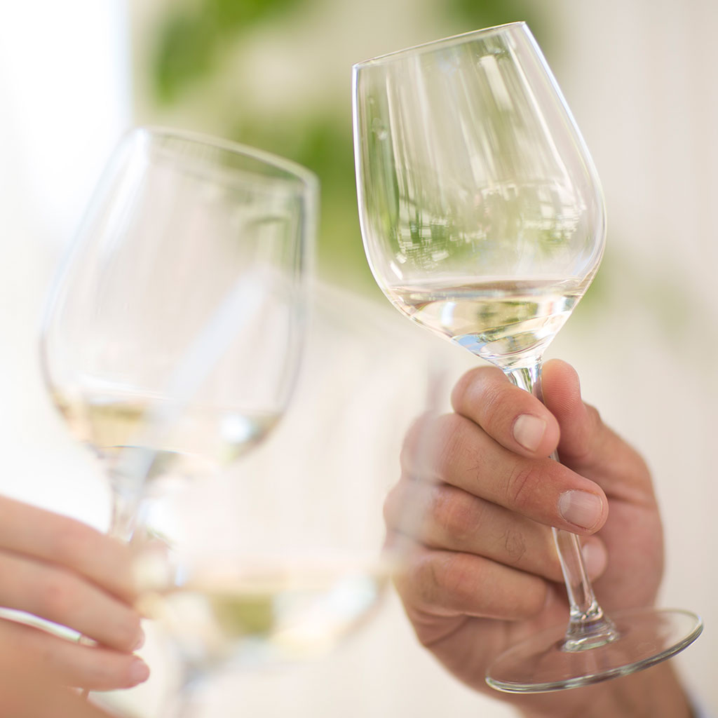 white-wine-varietals-you-should-know-fwx.jpg