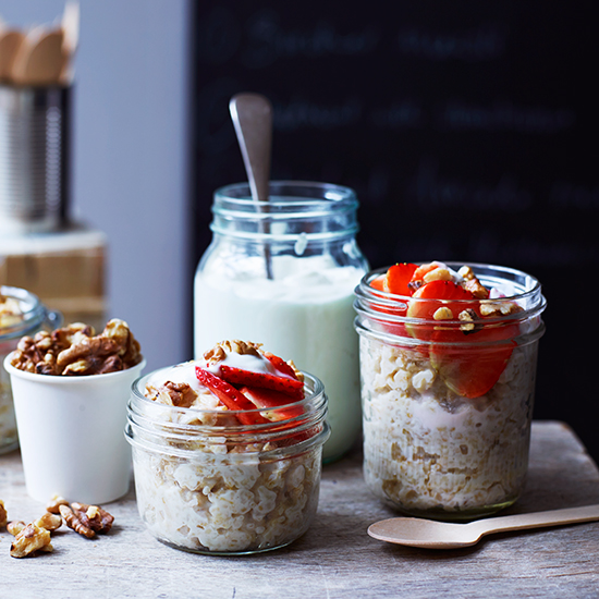 Oatmeal with Strawberries, Toasted Walnuts, and Skyr