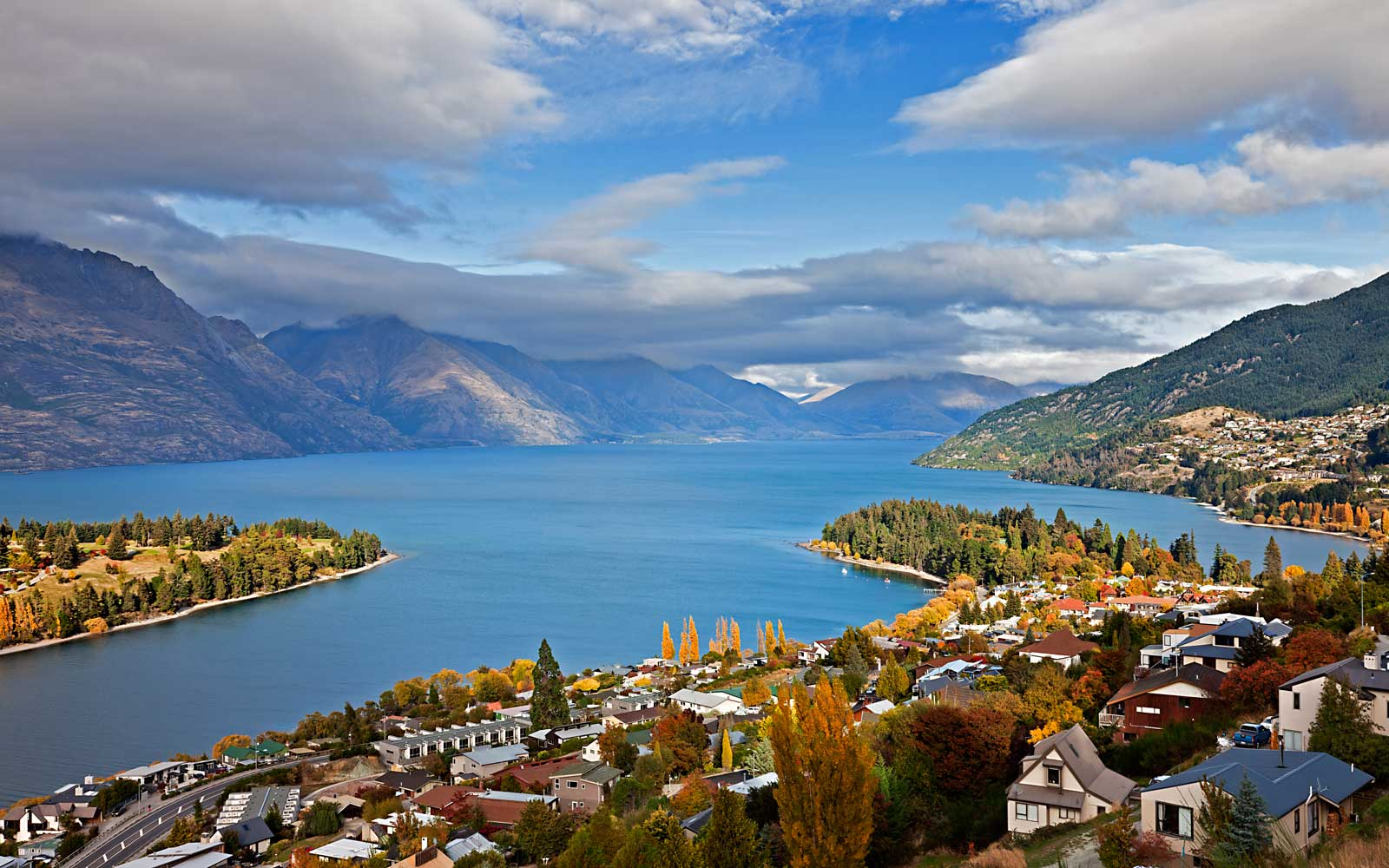 View over lake Wakatipu at Queenstown, Otago, South Island, New Zealand
