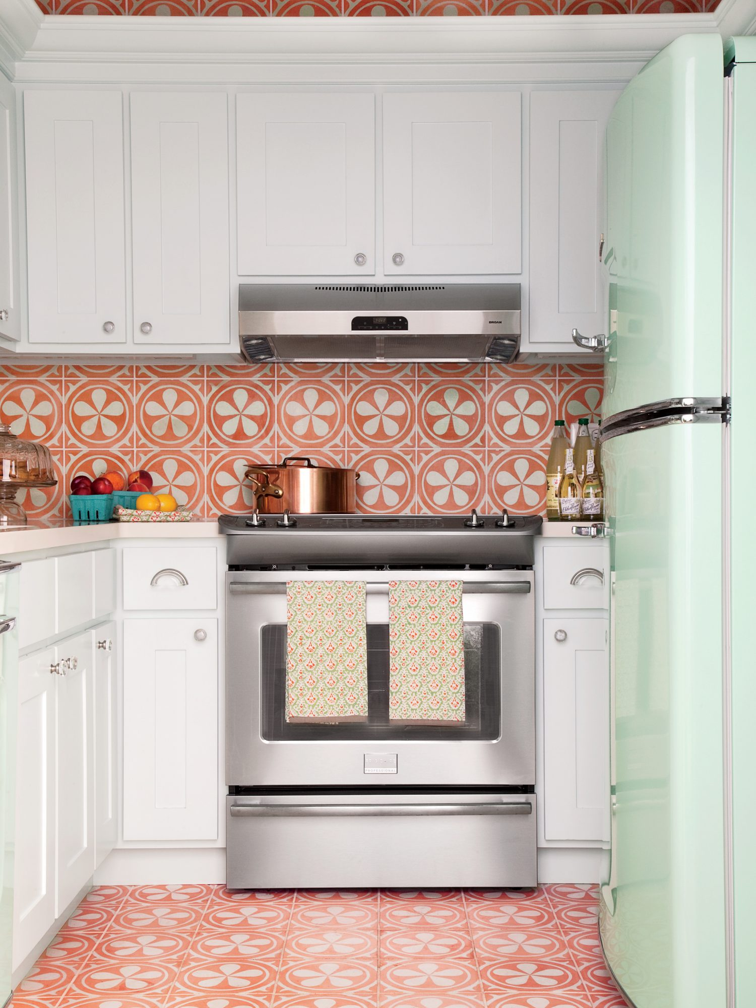 Bring the backsplash to the ceiling