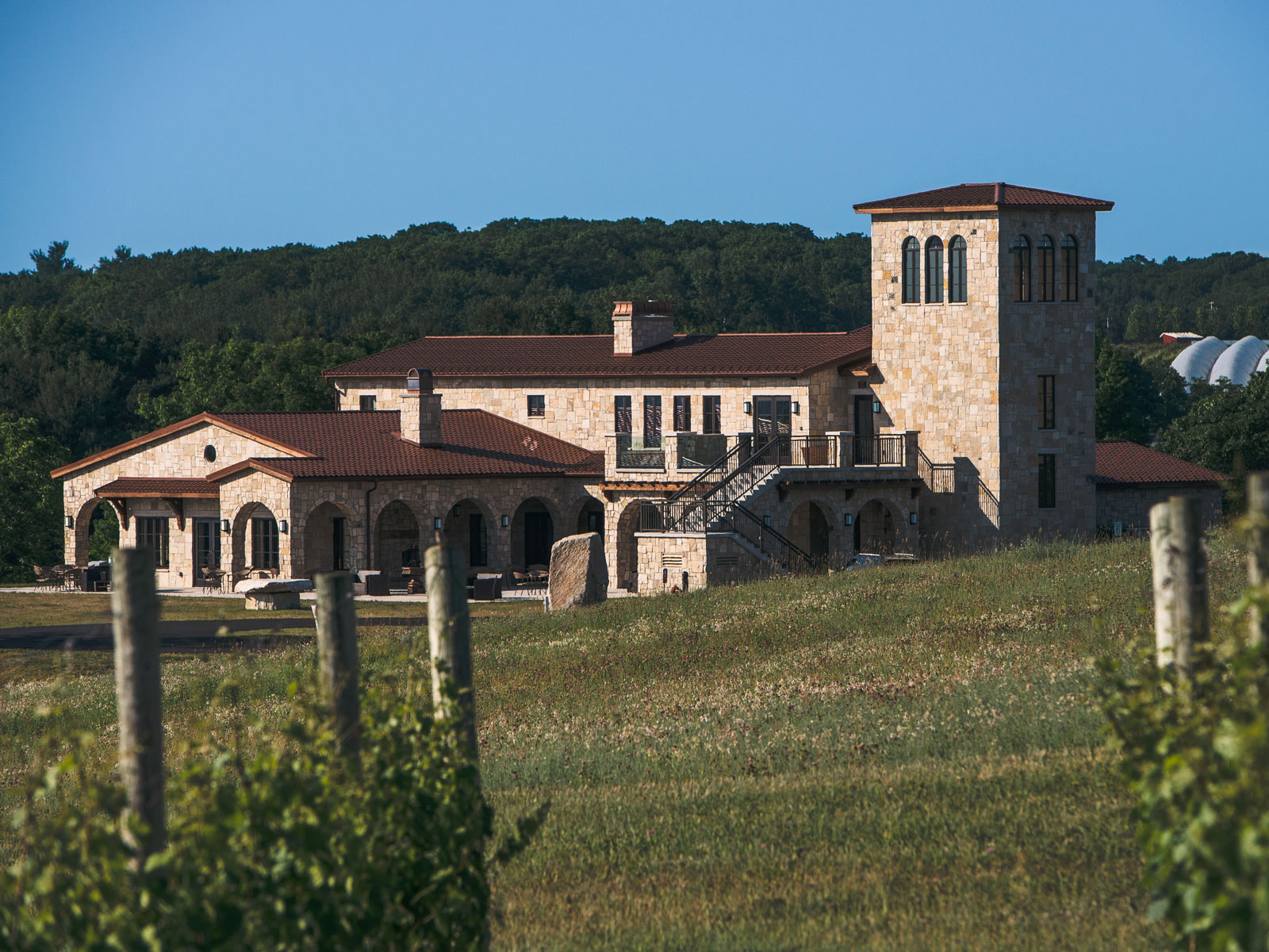 Mari Vineyards