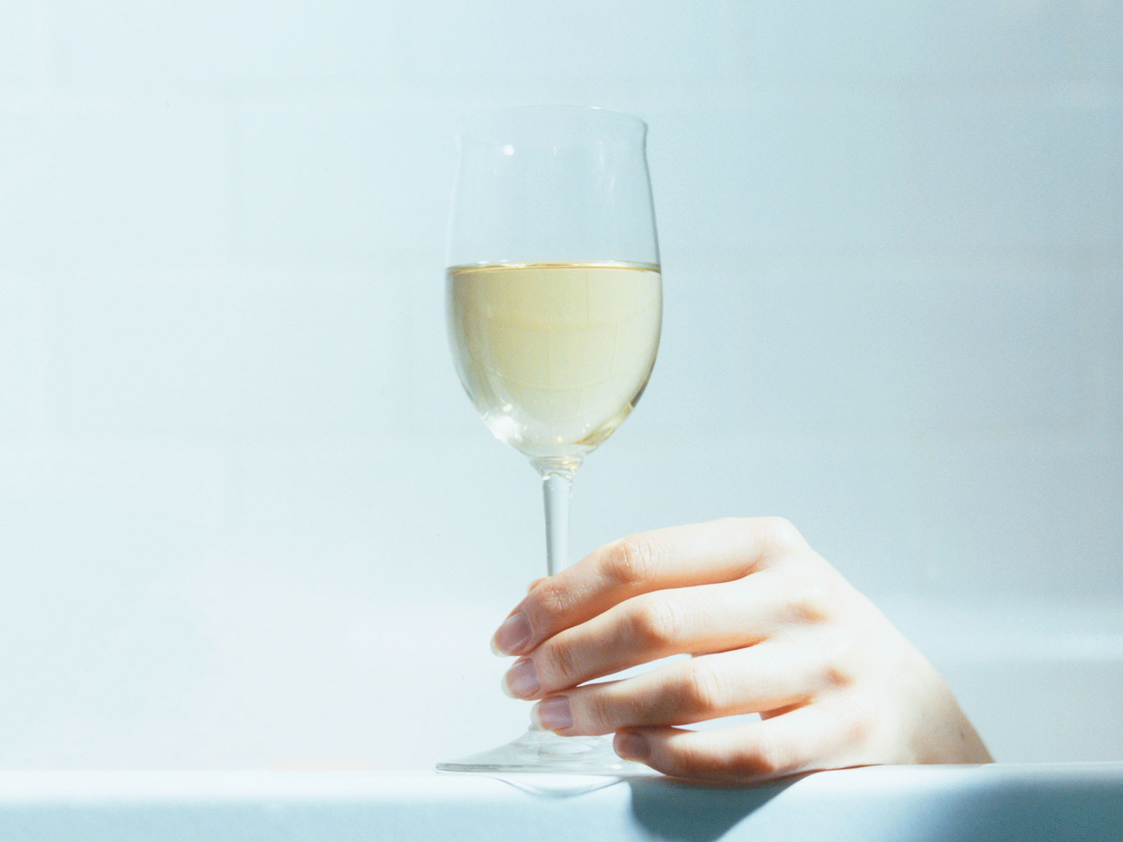 wine and beer int he shower food storage