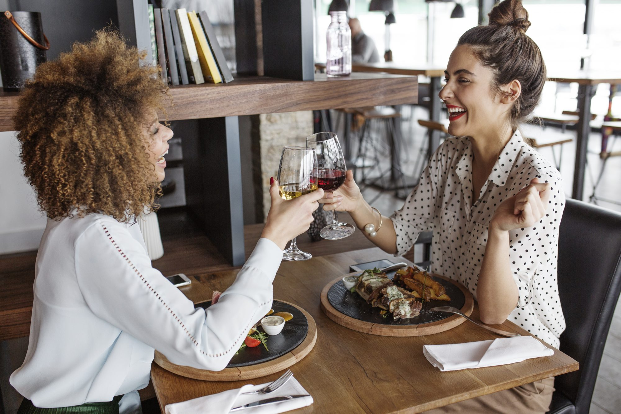 This App Pays You to Dine Out
