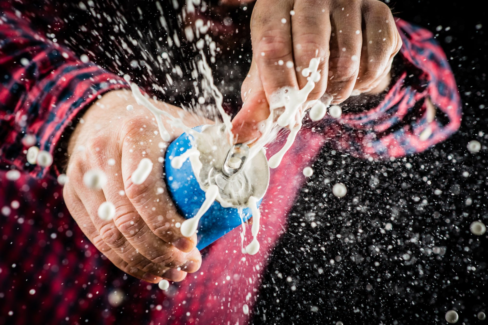 Does Tapping the Top of a Soda Really Preventing Spewing?