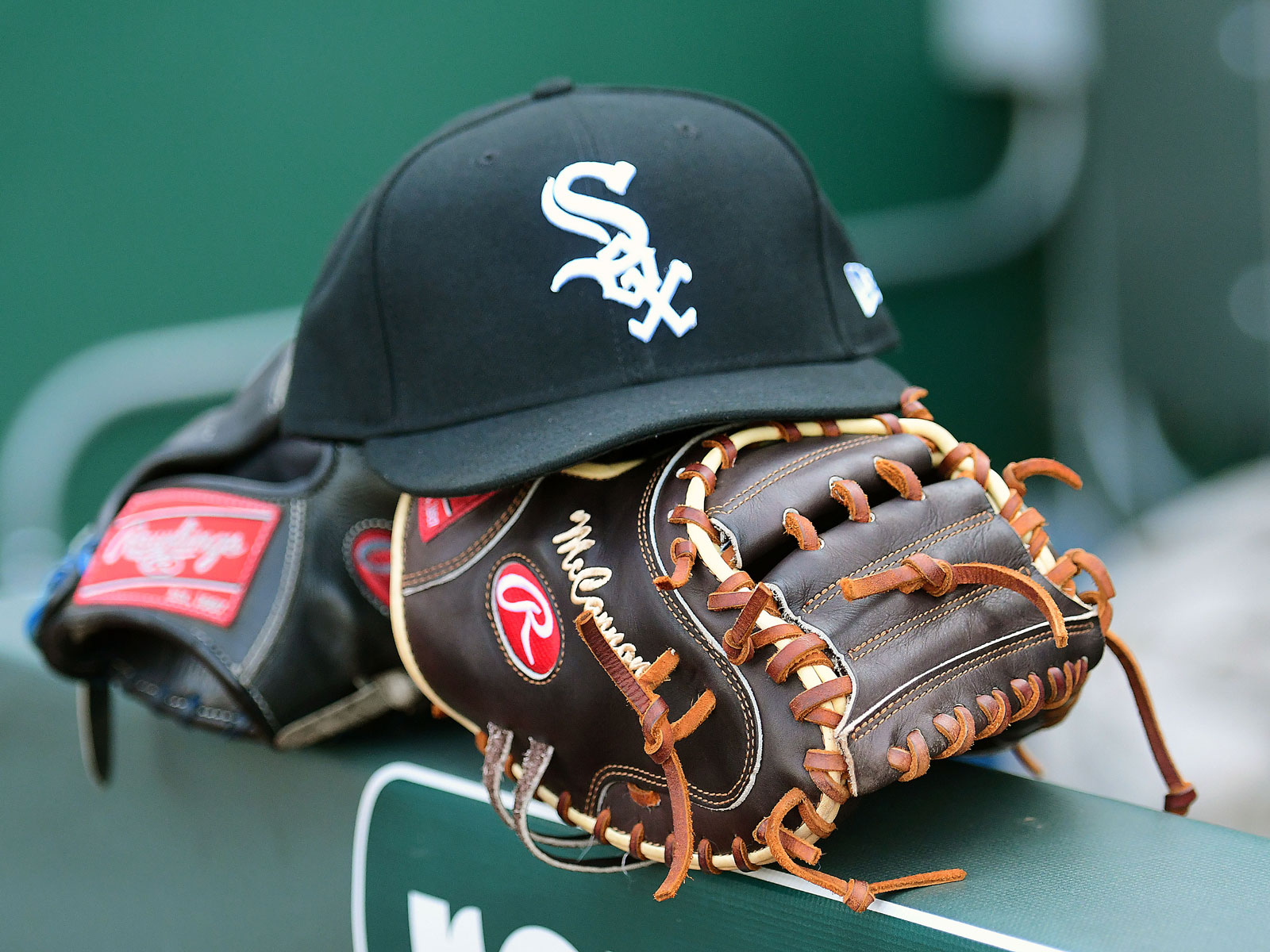 white sox hat and gloves
