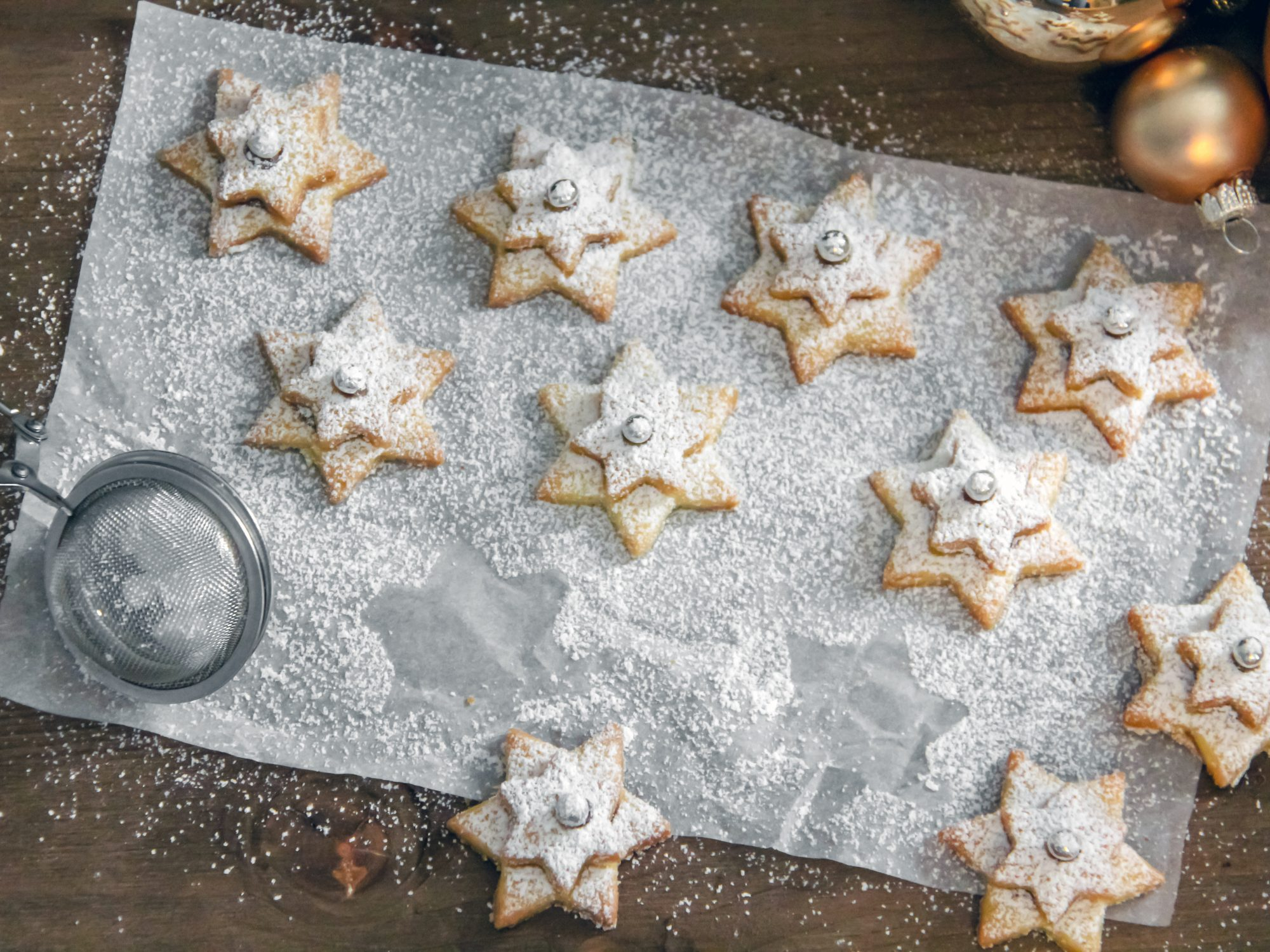 Holiday star cookies with powdered sugar
