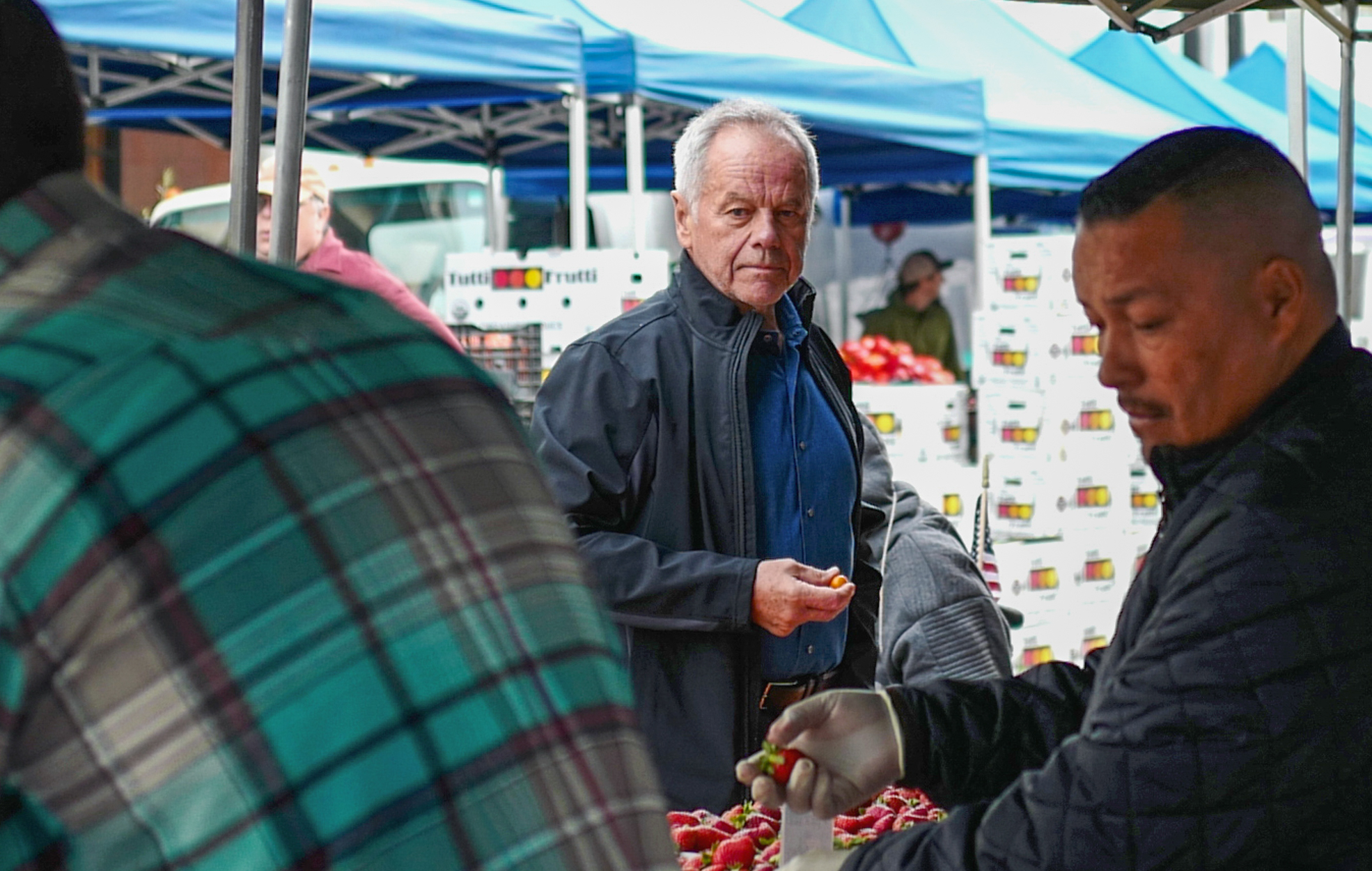 Wolfgang Puck Sets Up Relief Kitchens