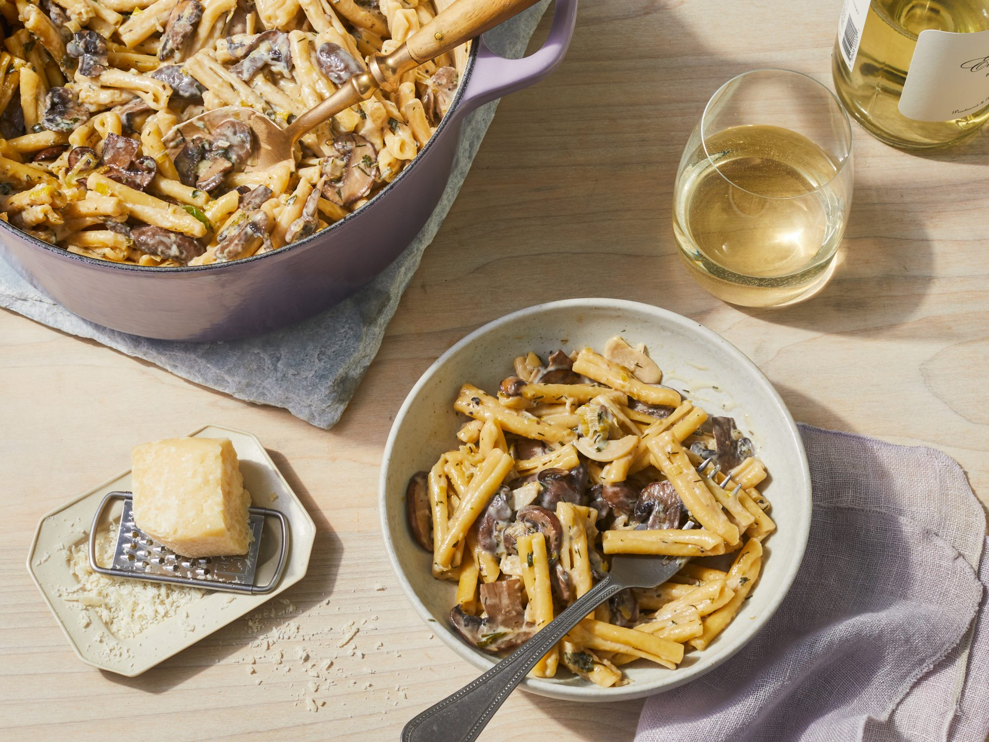 One-Pot White Wine Pasta with Mushrooms and Leeks