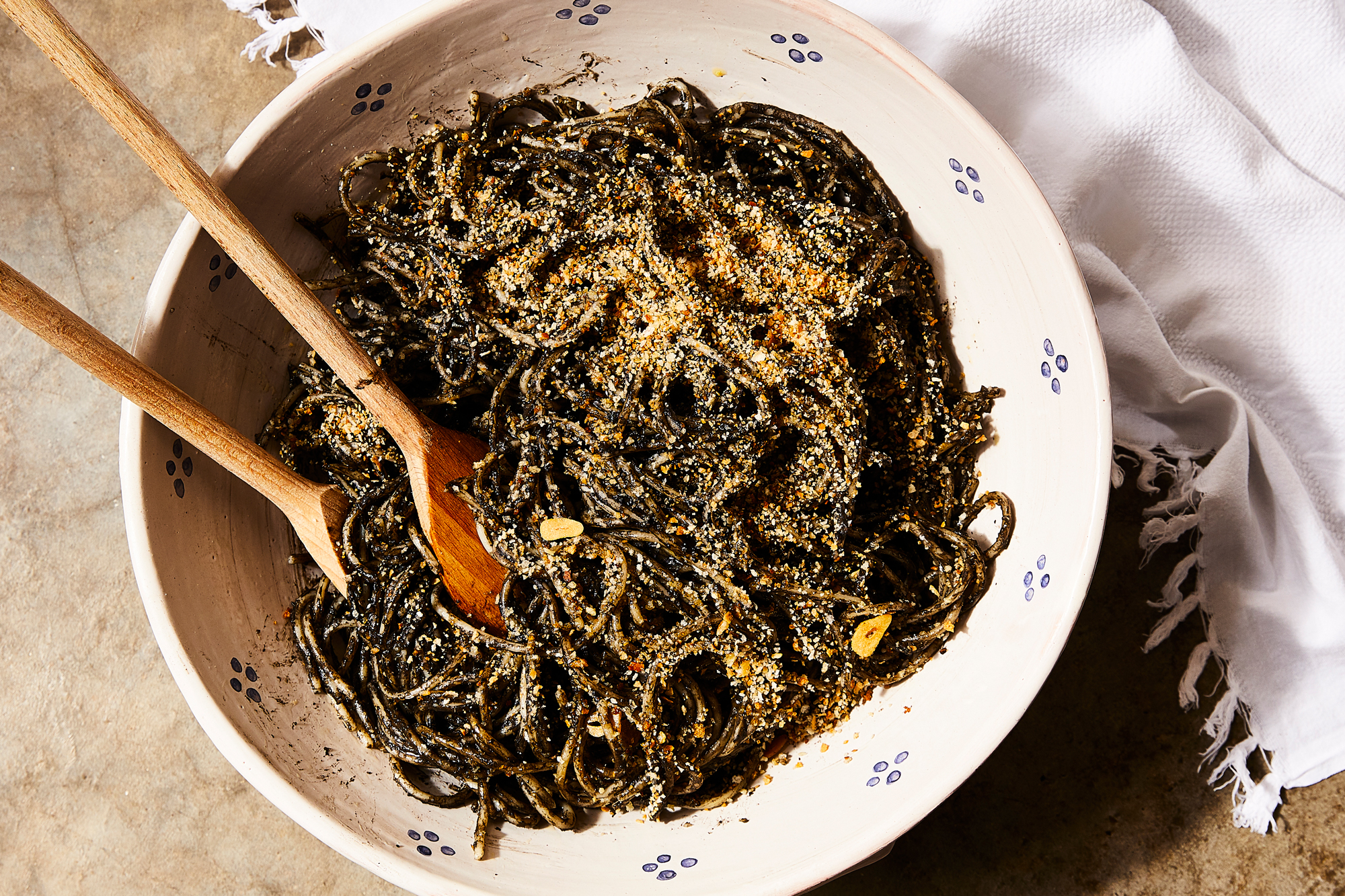Spaghetti with Mussels, Squid Ink, and Breadcrumbs