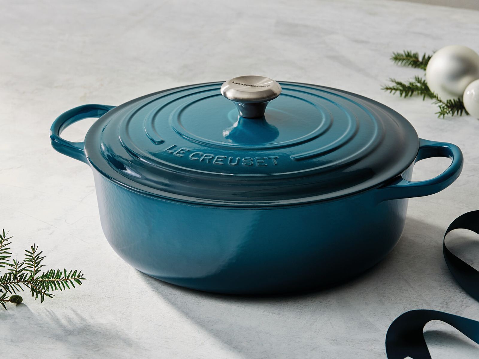 Holiday 6 3/4 qt. Signature Round Wide Dutch Oven with SS Knob