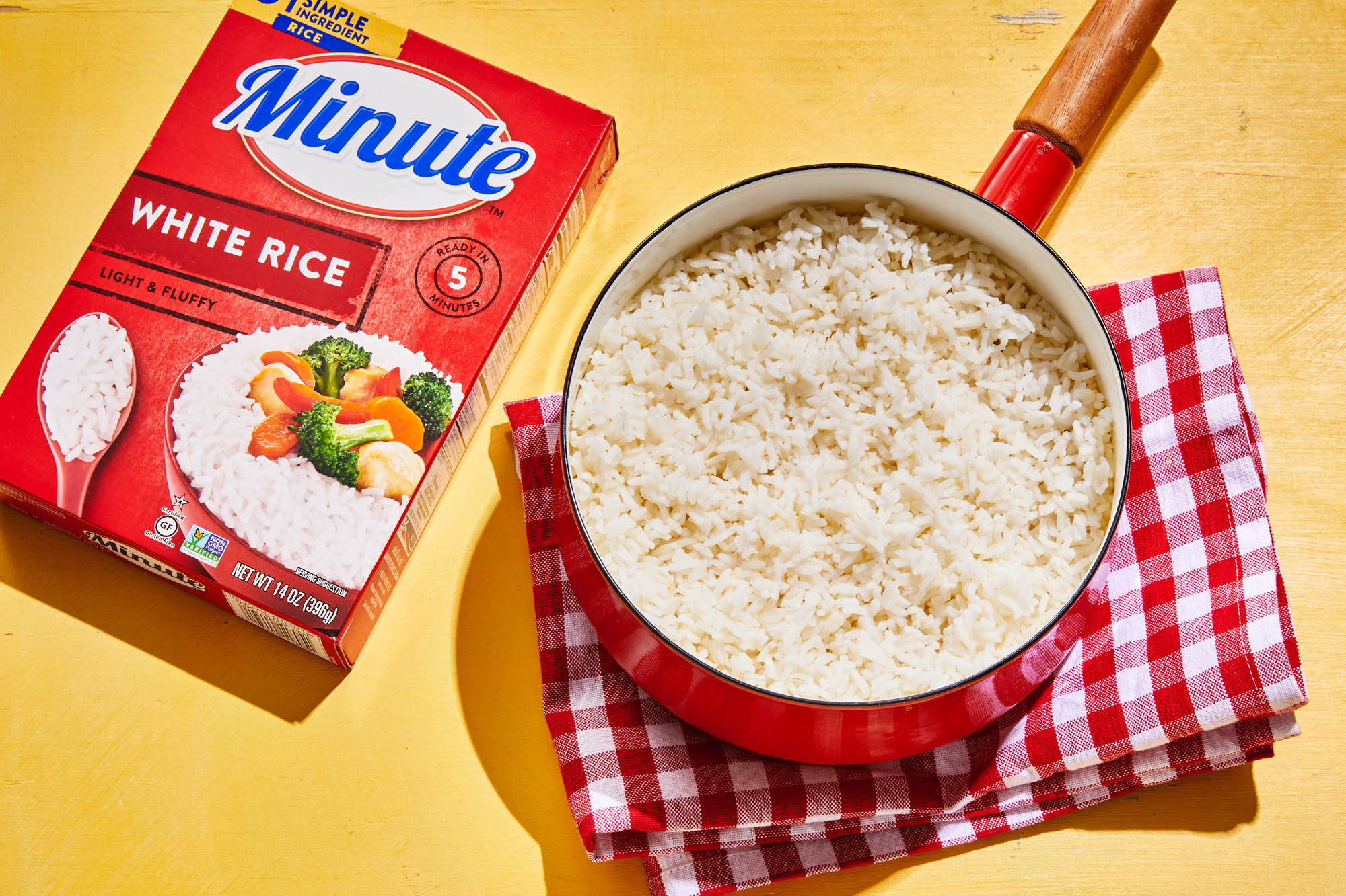 Pot of prepared minute rice and red minute rice box