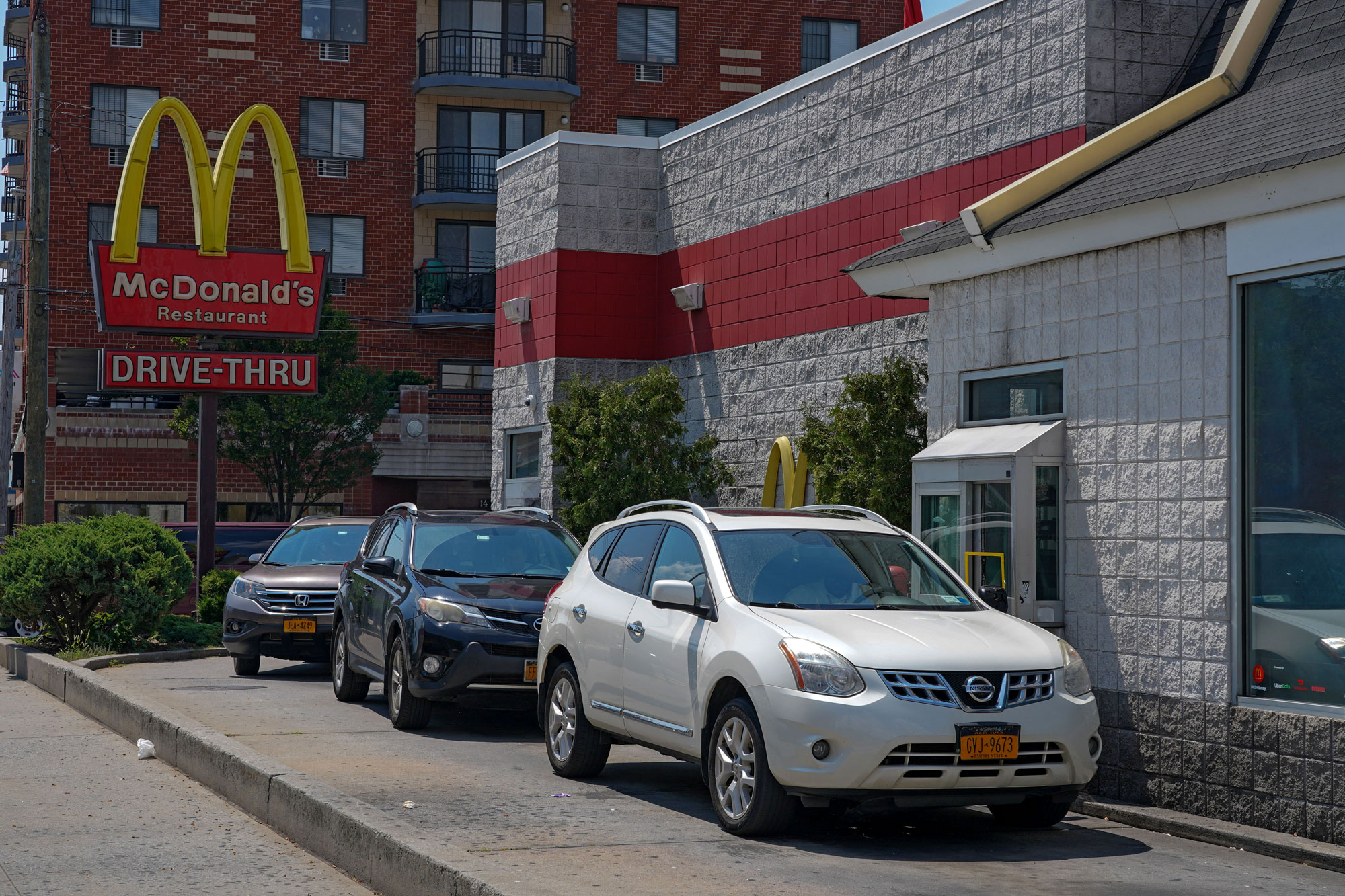 cars in line at a McDonald's drive thru