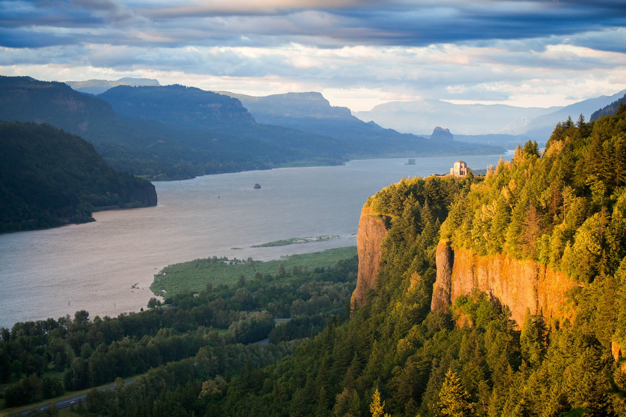 Crown Point overlooking the Columbia River and the Gorge