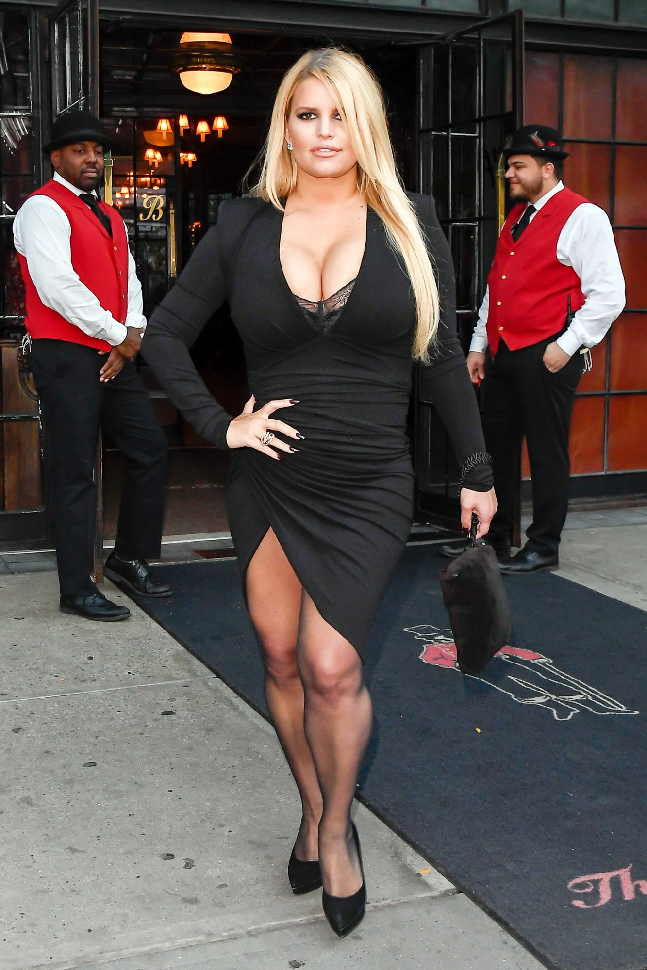 Jessica Simpson Lost 100 Lbs. with This Holistic Method ...
