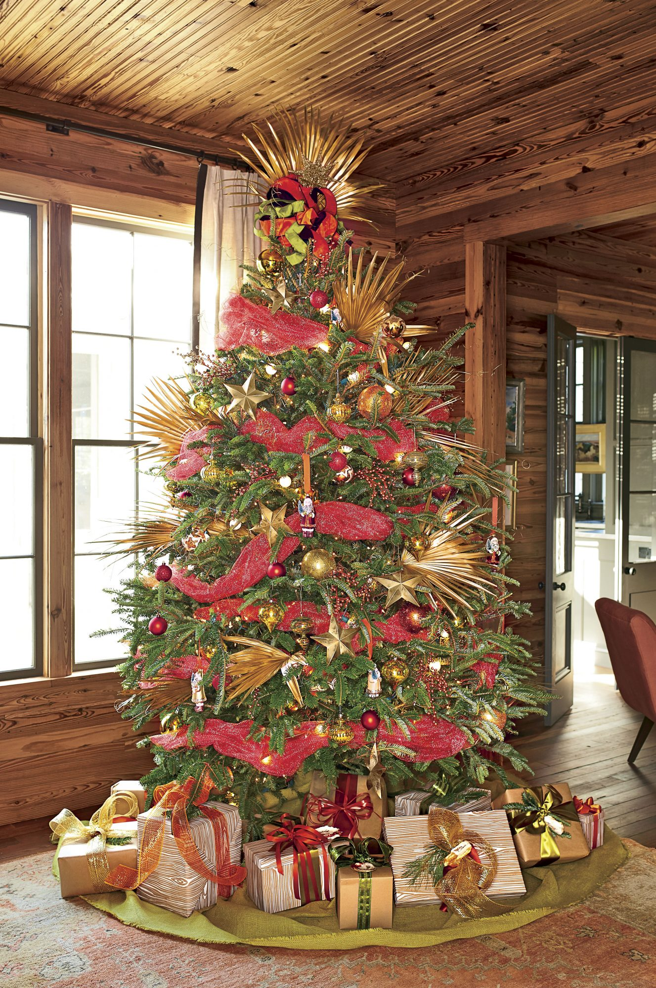 16 Christmas Tree Ribbon Ideas For a Spirited Display ...