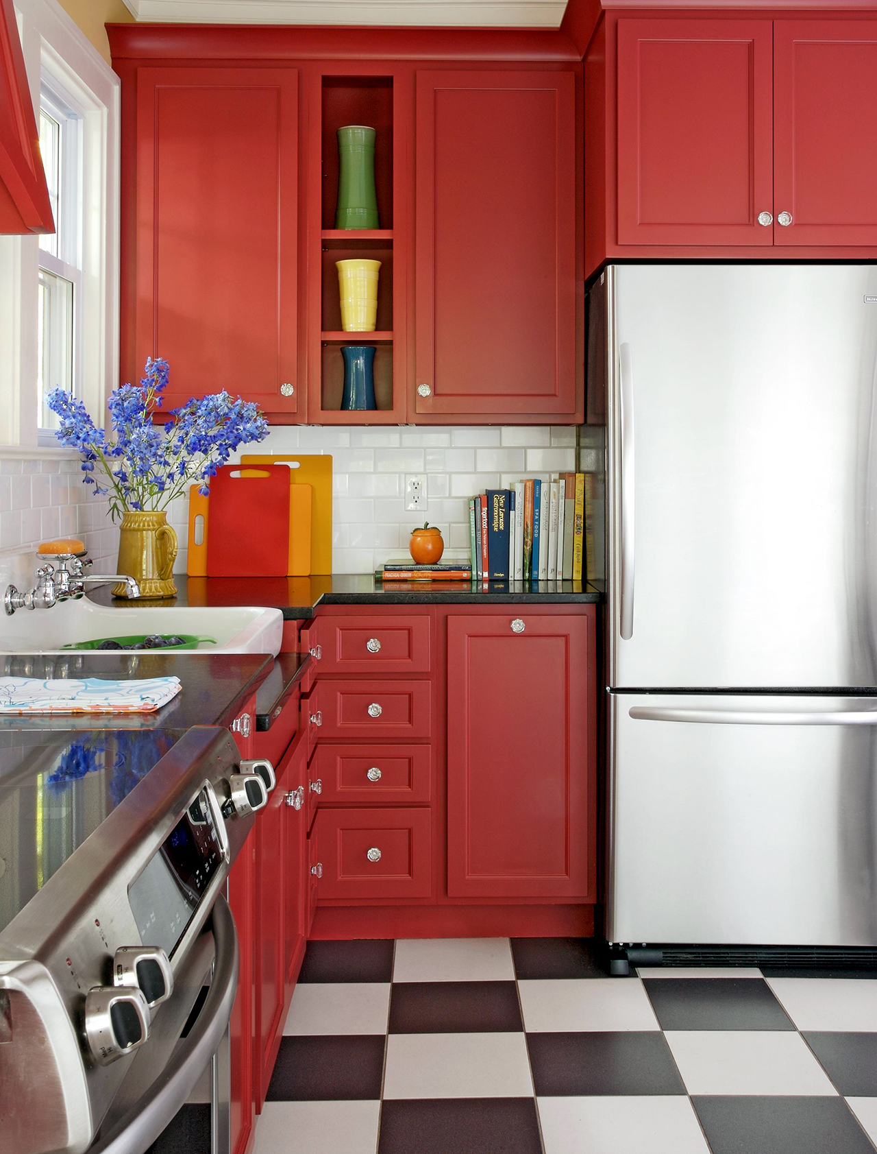 What Colors Go with Red? 20 Knockout Combinations to ...