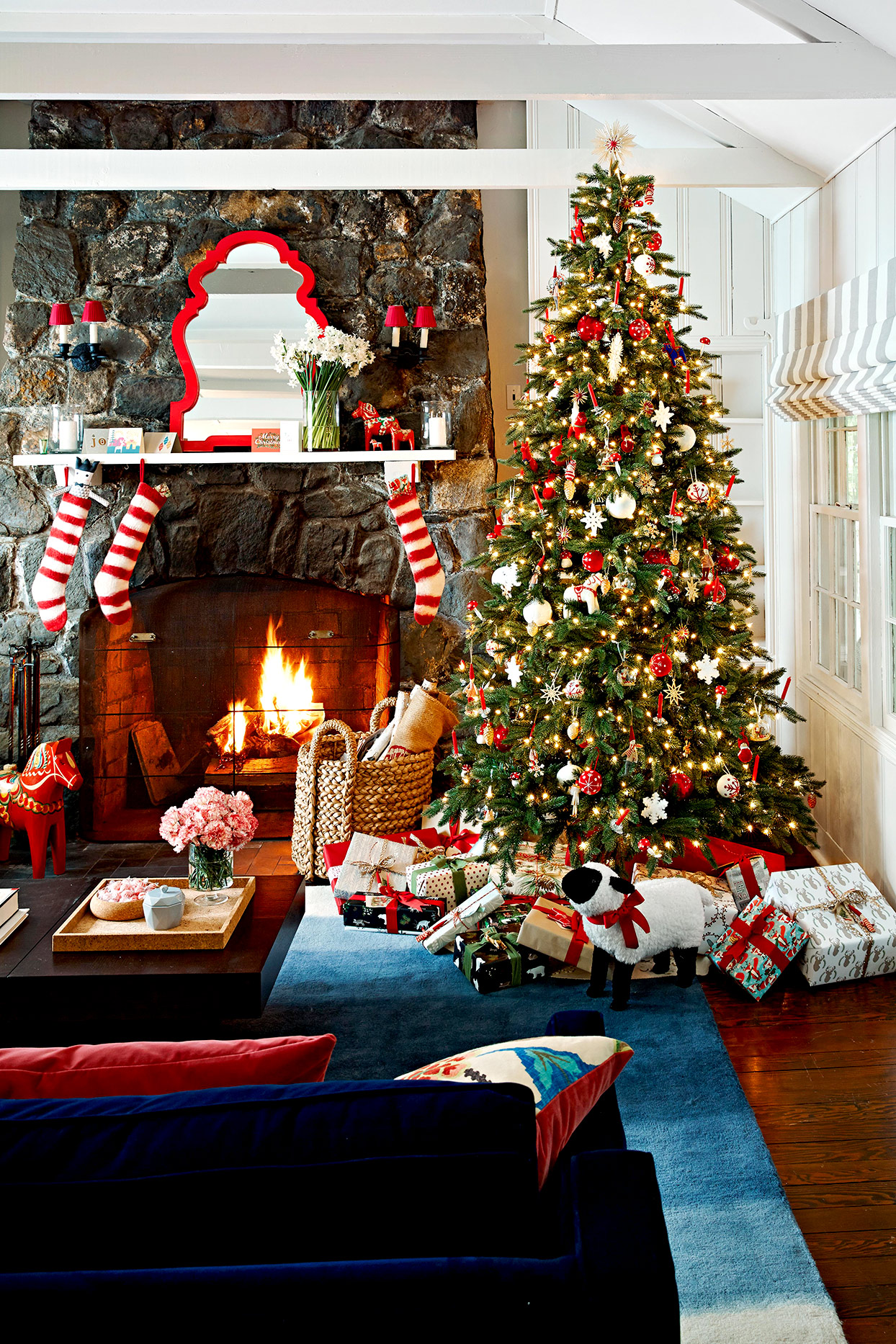 How to Put Lights on a Christmas Tree | Better Homes & Gardens