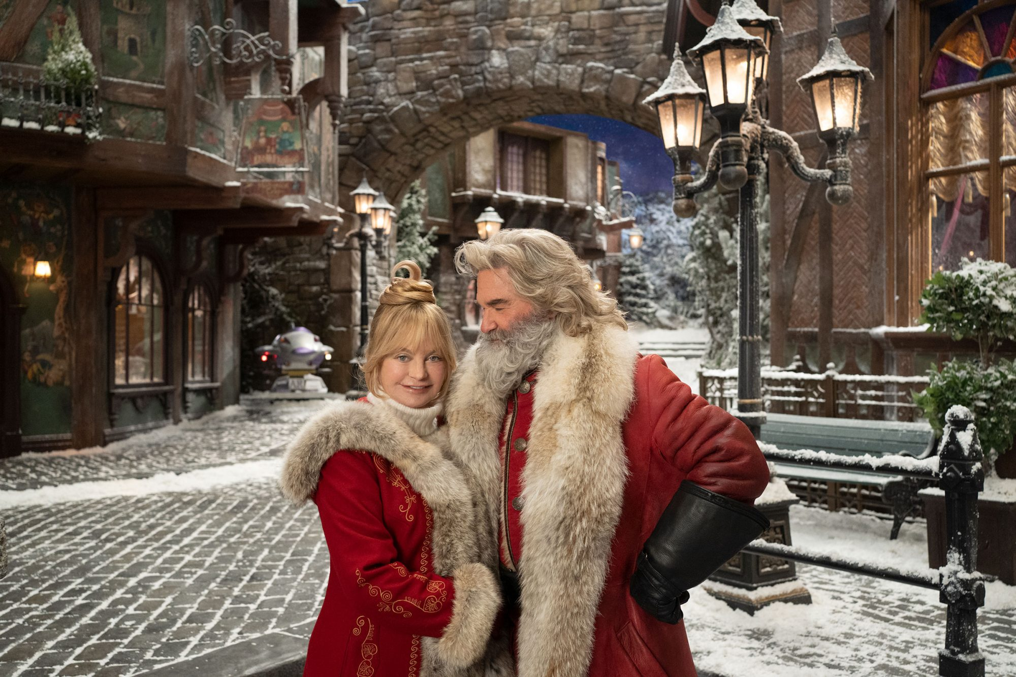 the christmas chronicles 2 with kurt russell goldie hawn