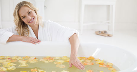 Gorgeous in the Bath: Top Spa Tricks for Your Tub