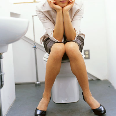 woman-bathroom-urine