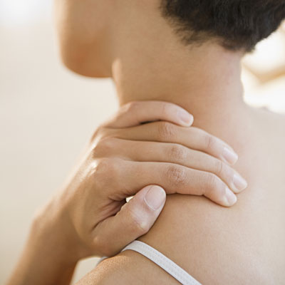 woman-shoulder-pain