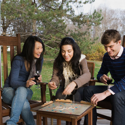friends-playing-scrabble