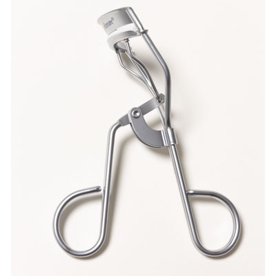 What's the best way to use an eyelash curler?