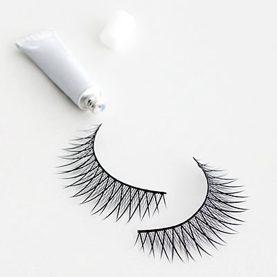 Which false eyelashes are easiest to apply?