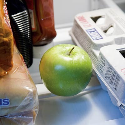 apples-in-fridge