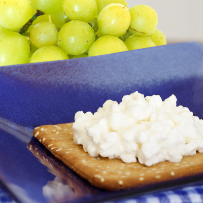 Whole-grain crackers, grapes, and cottage cheese