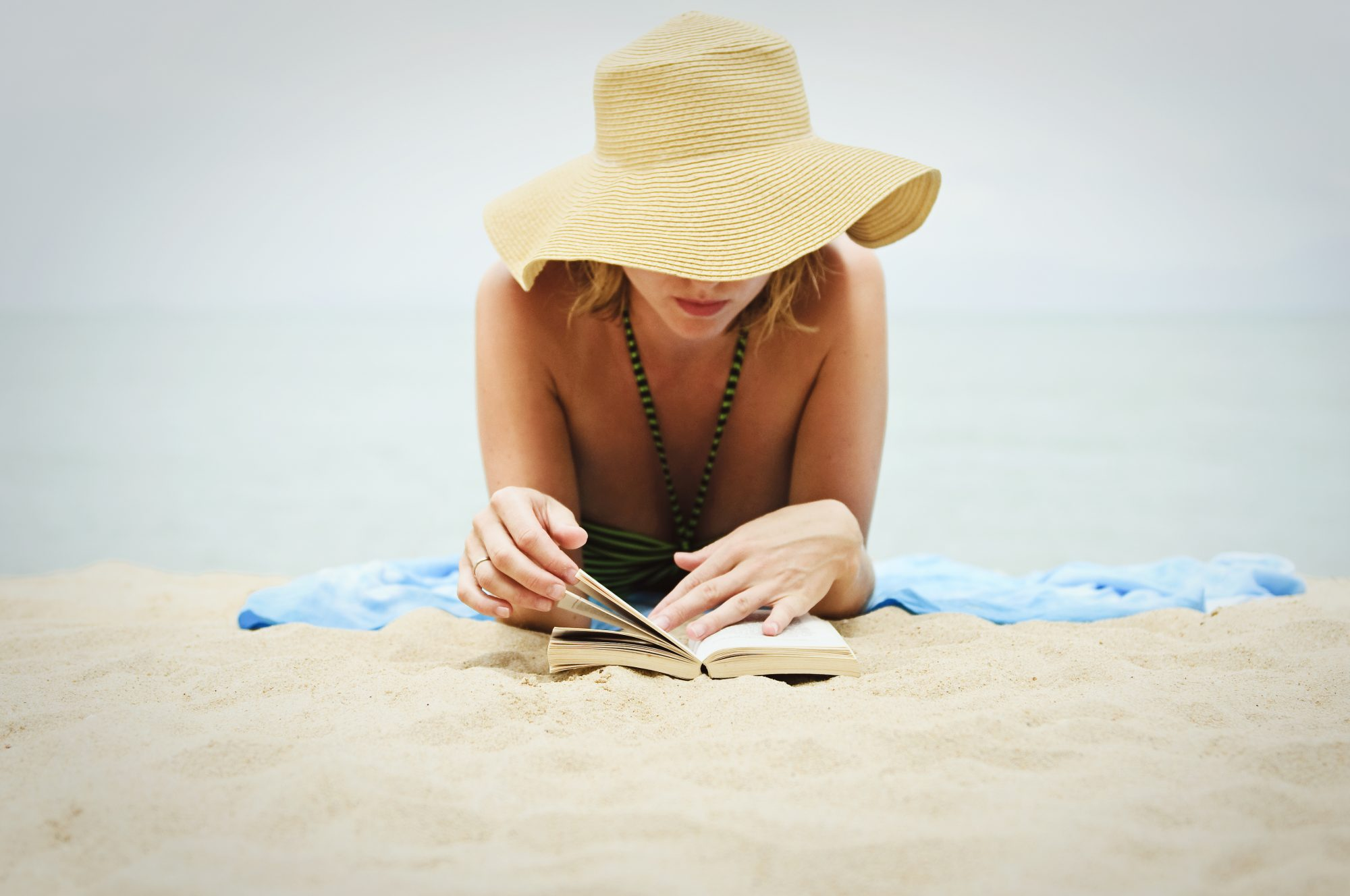 best-summer-books-reading-beach