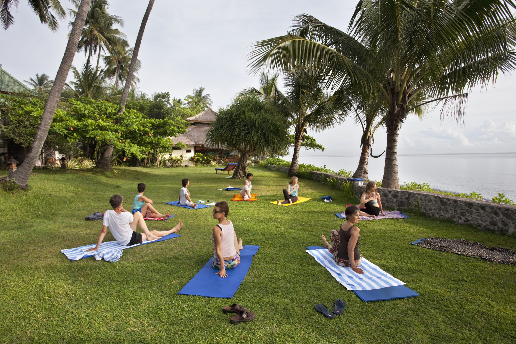 9 yoga-immersive-experience-retreat-beach