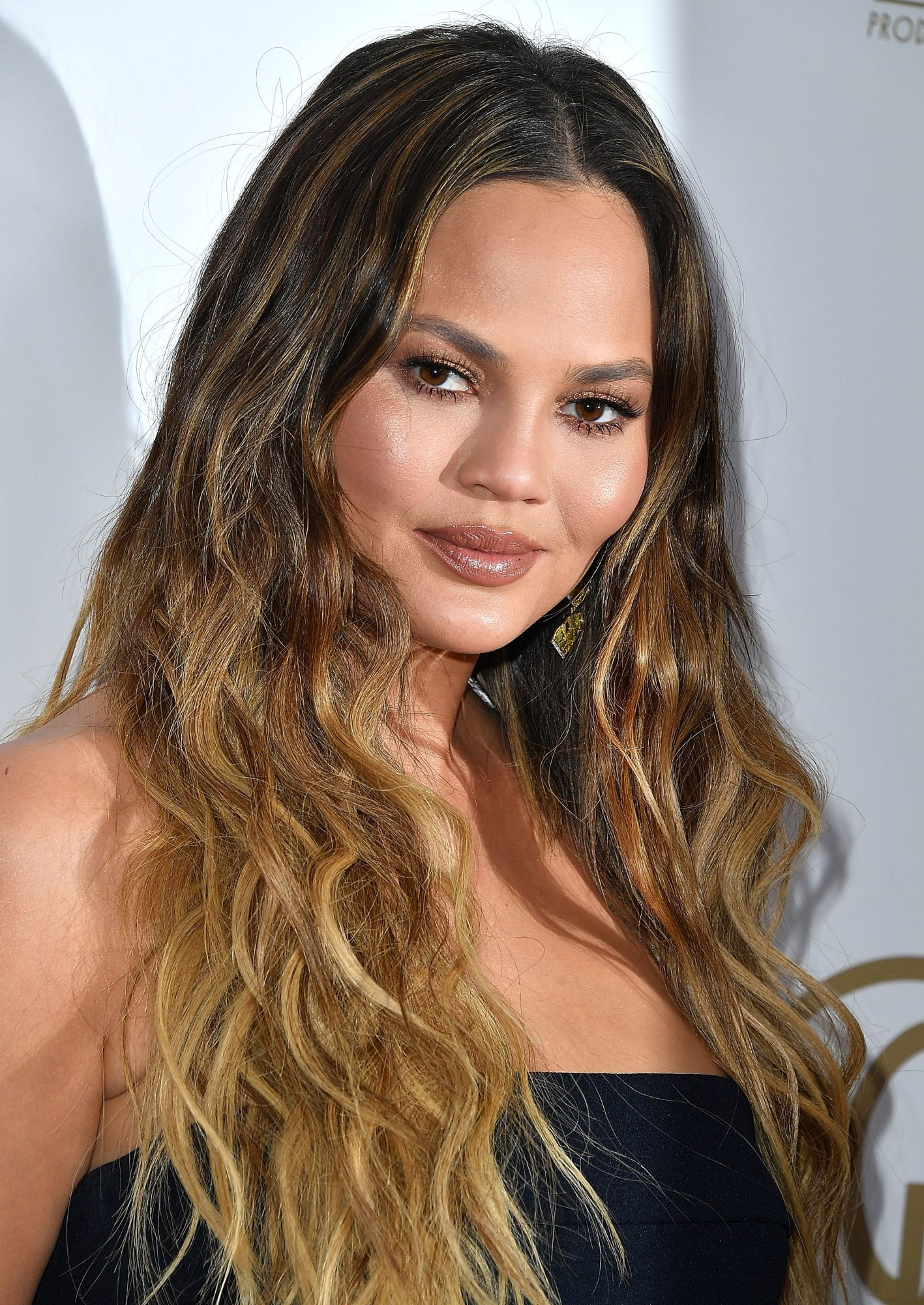 chrissy-teigen-no-smile