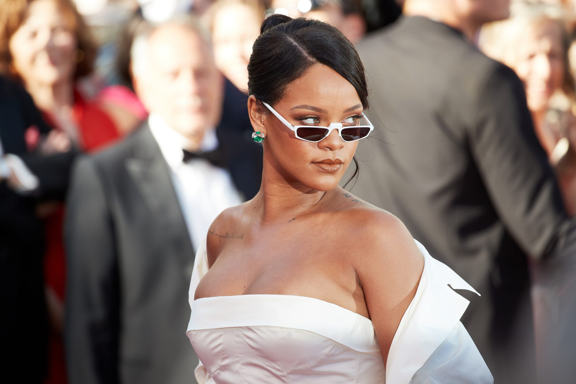 rihanna-cannes-sunglasses