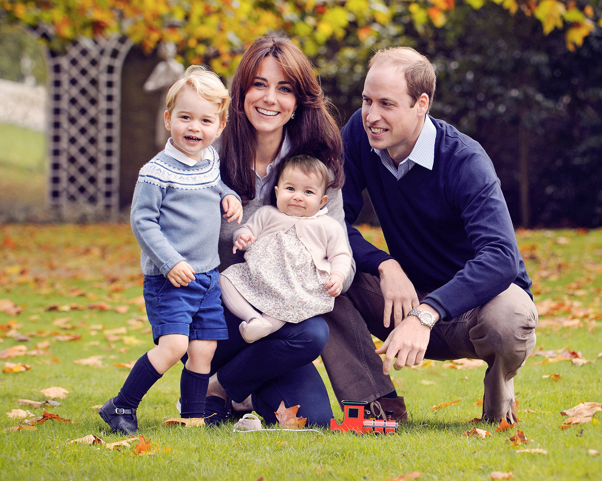 Happy Holidays From the Royal Fab 4! Will and Kate's Family Christmas Card Is Here