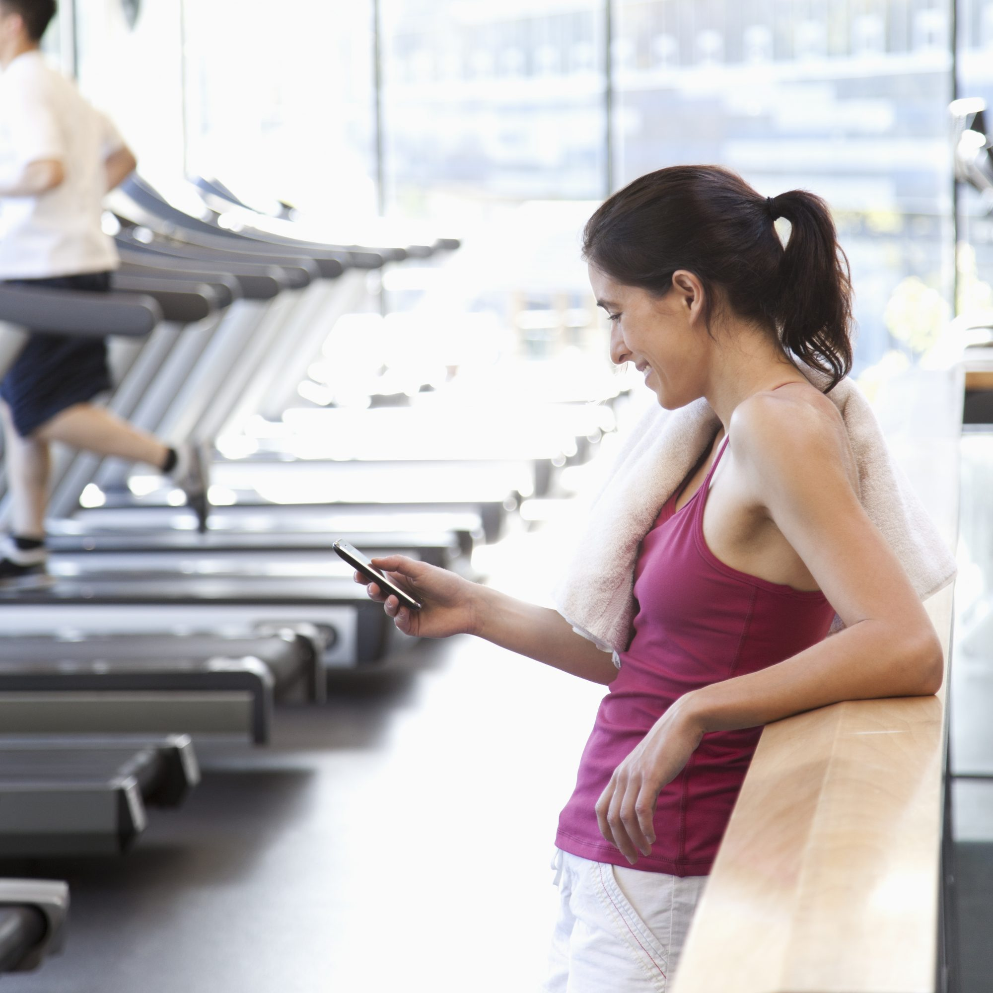 04-start-something-big-gym-texting-workout-exercise