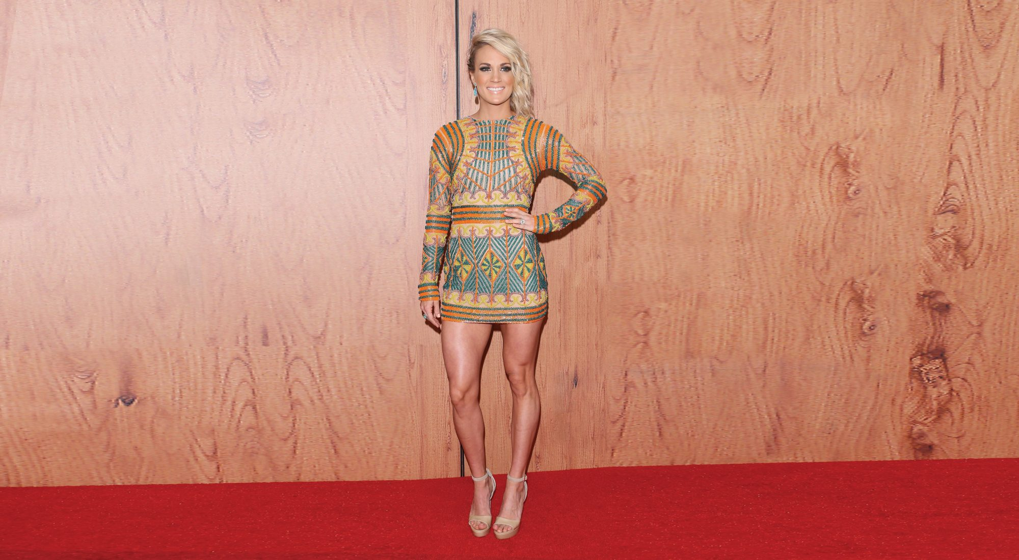Carrie Underwood Poses in First Photo Since Getting 40 Stitches in Her Face