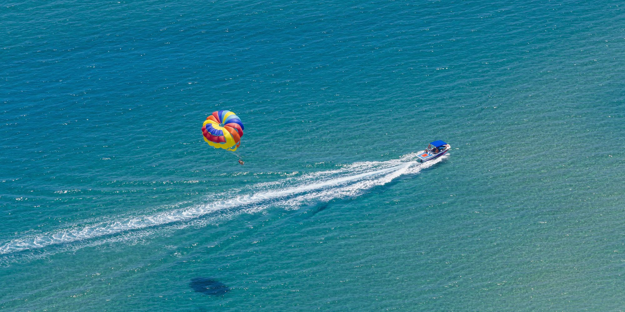 Woman Drifts for 45 Minutes in Terrifying Parasailing Accident Before Crashing, Breaking 4 Ribs