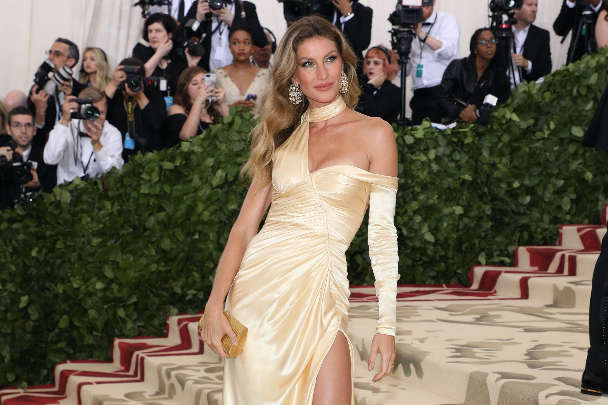 Gisele Bündchen Says She Split from Leonardo DiCaprio Because She Was 'No Longer Numbing' Herself