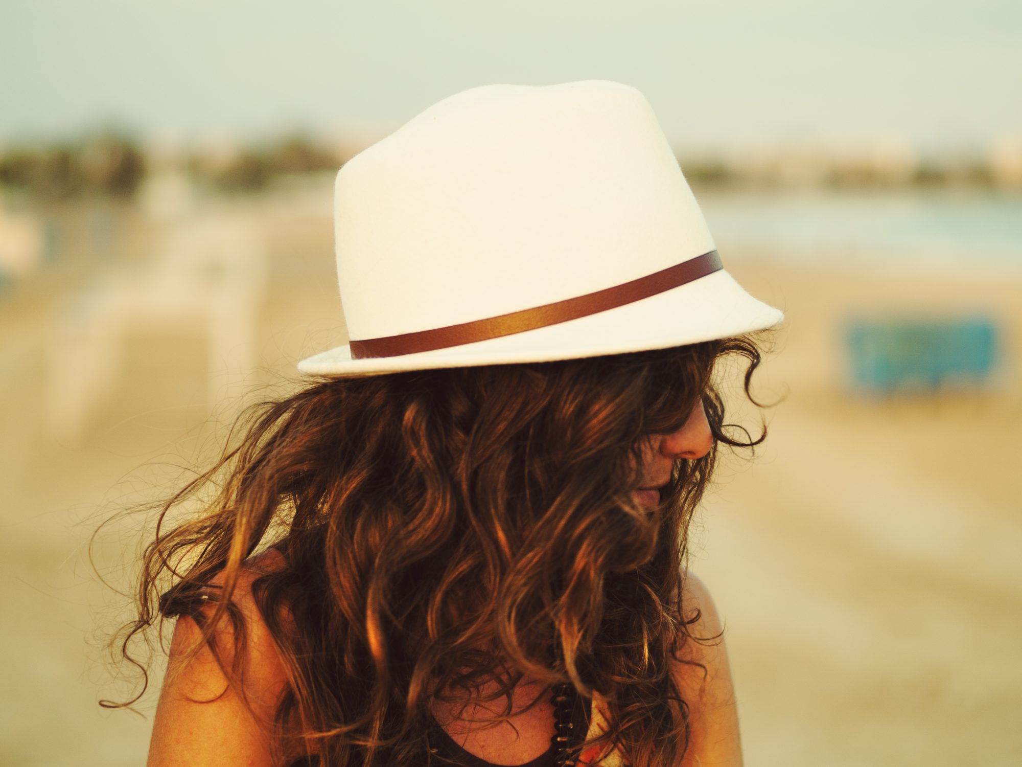 beachy-waves-hair-hat