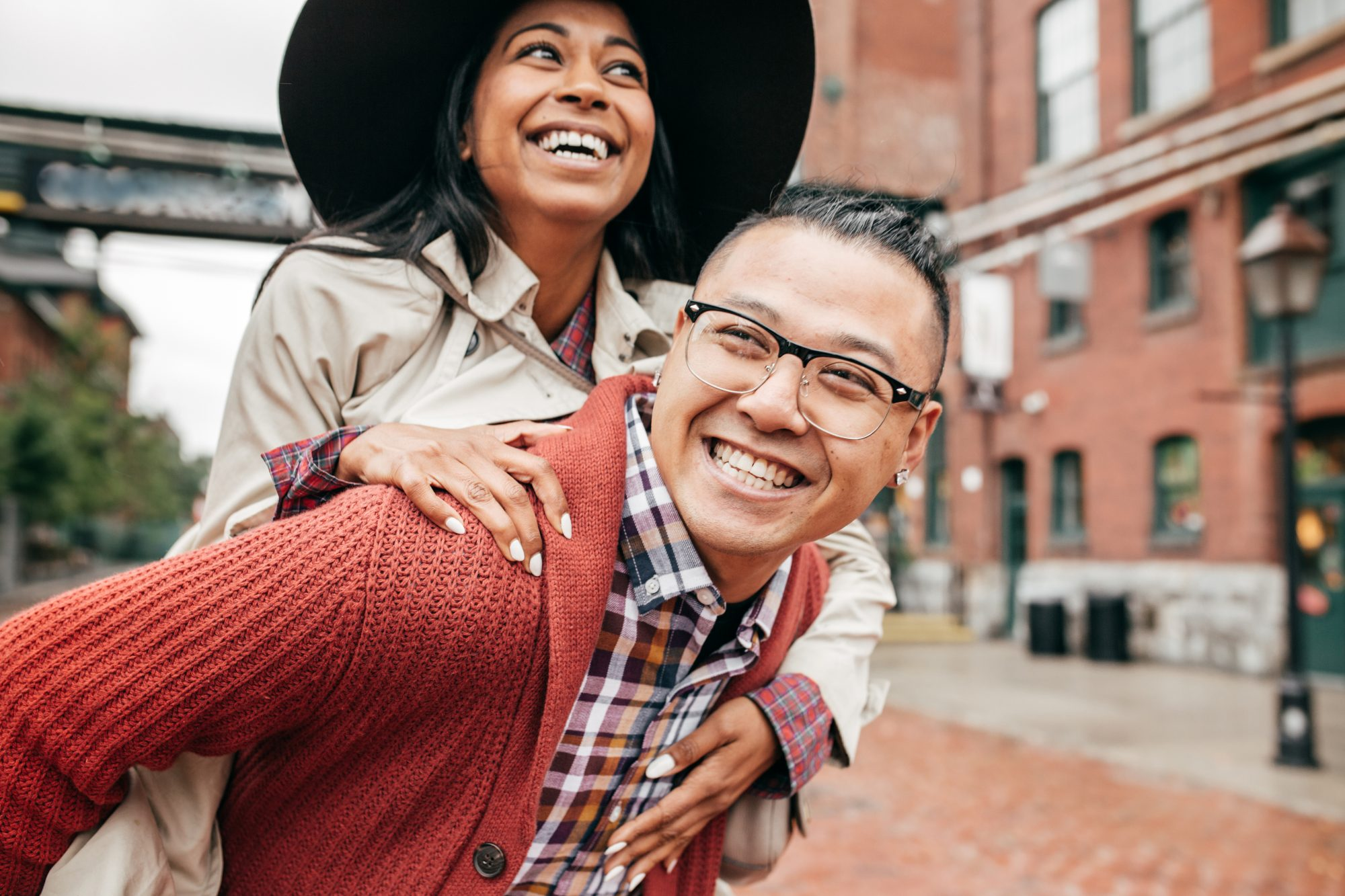 6 Little Ways to Strengthen Your Relationship, According to an Expert