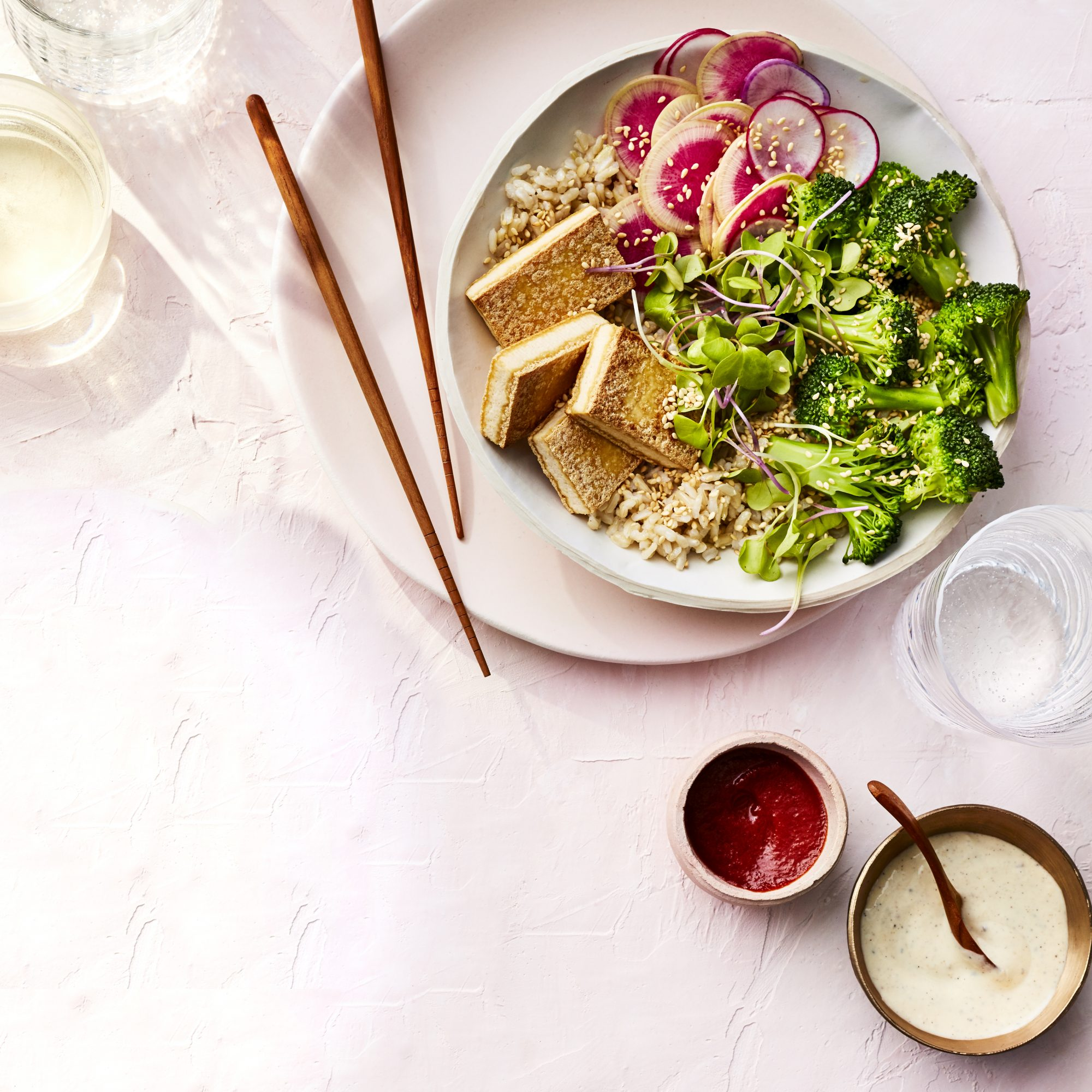 MARCH 2019 health magazine woman diet food recipe BROWN RICE BOWLS WITH TOFU, BROCCOLI, AND MISO-YOGURT DRESSING