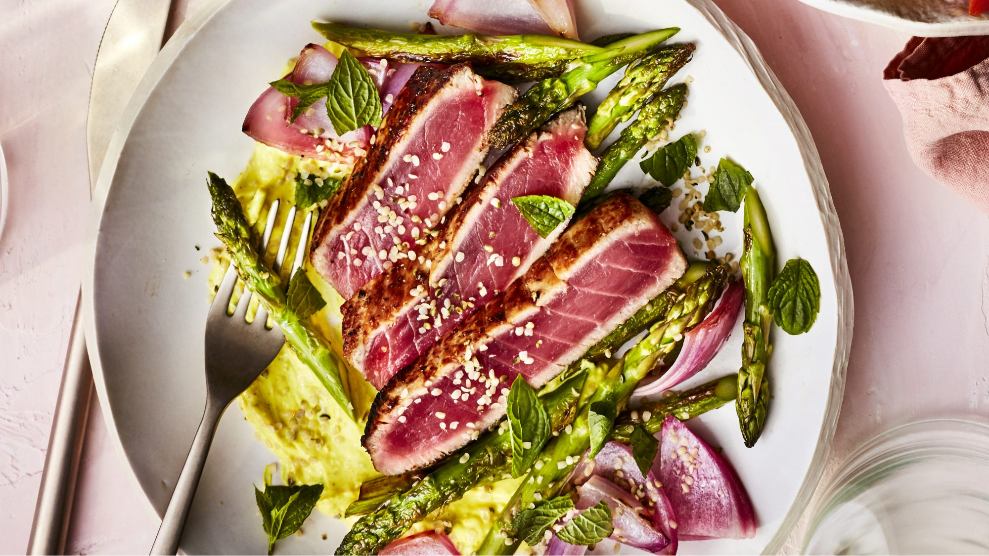 MARCH 2019 health magazine woman diet food recipe  TUNA STEAKS WITH TURMERIC DRESSING