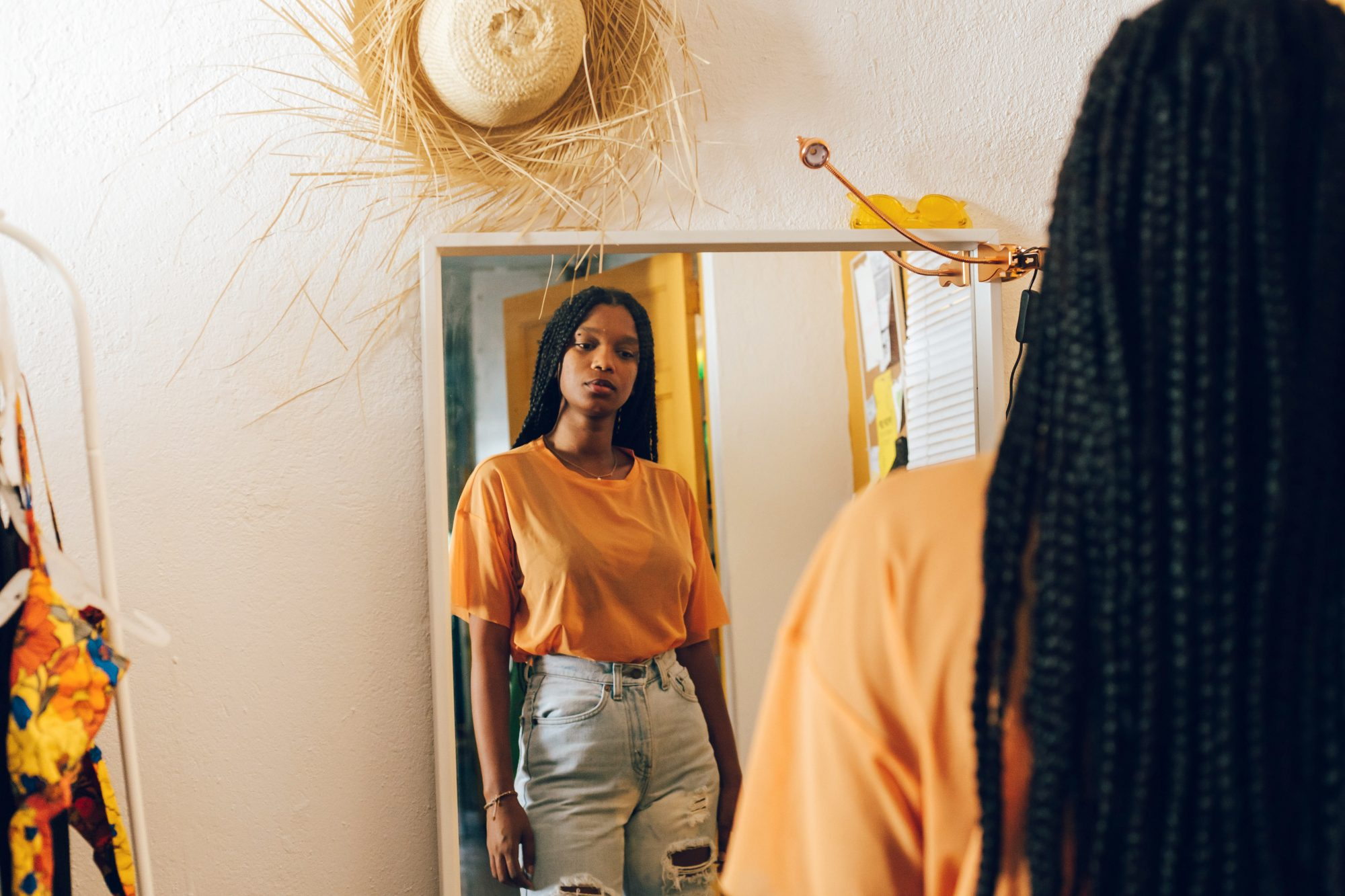 How to Treat Body Dysmorphic Disorder, According to Experts