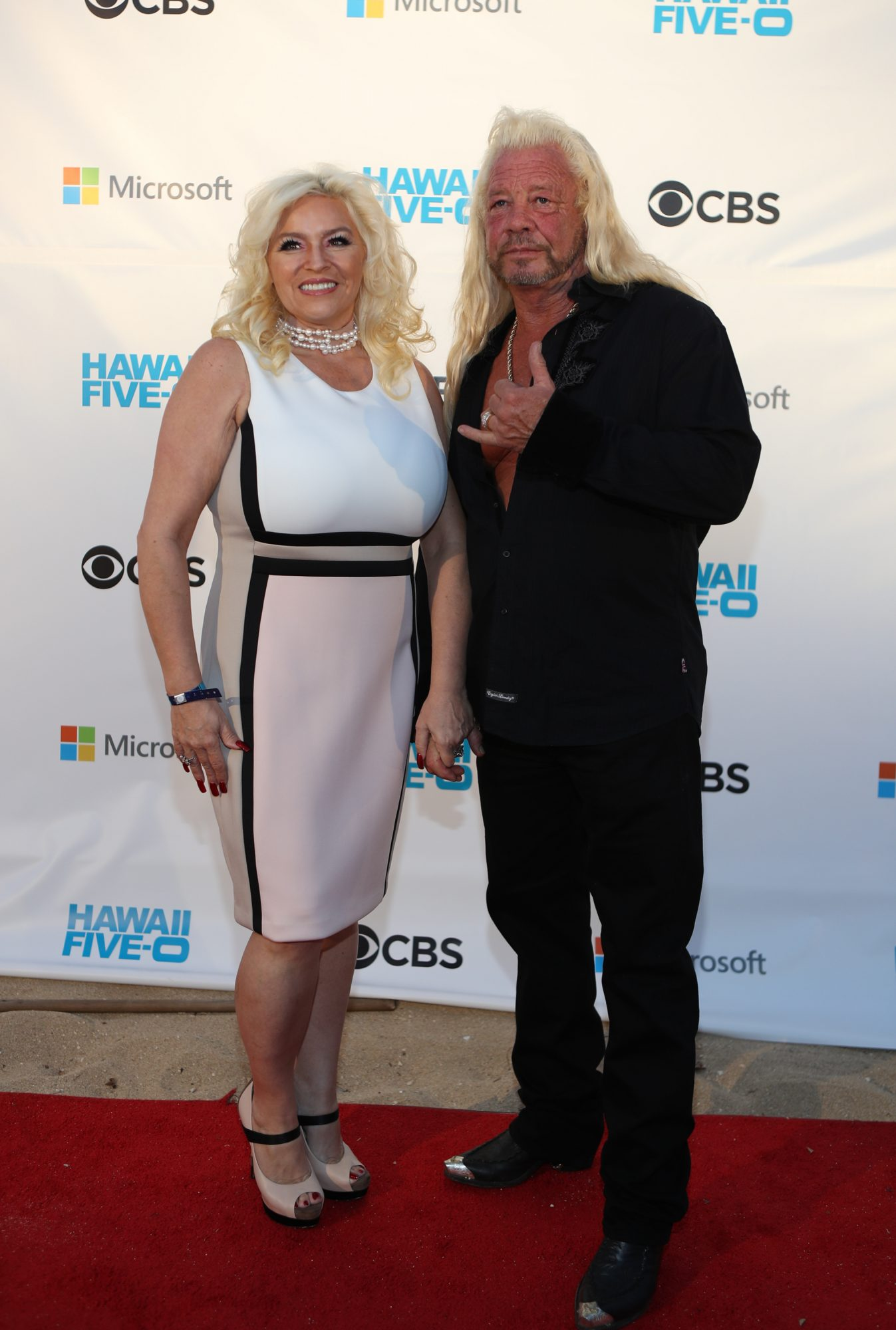 Beth Chapman Snuggles Up to Husband Dog the Bounty Hunter amid Cancer Battle: 'Soooo in Love'