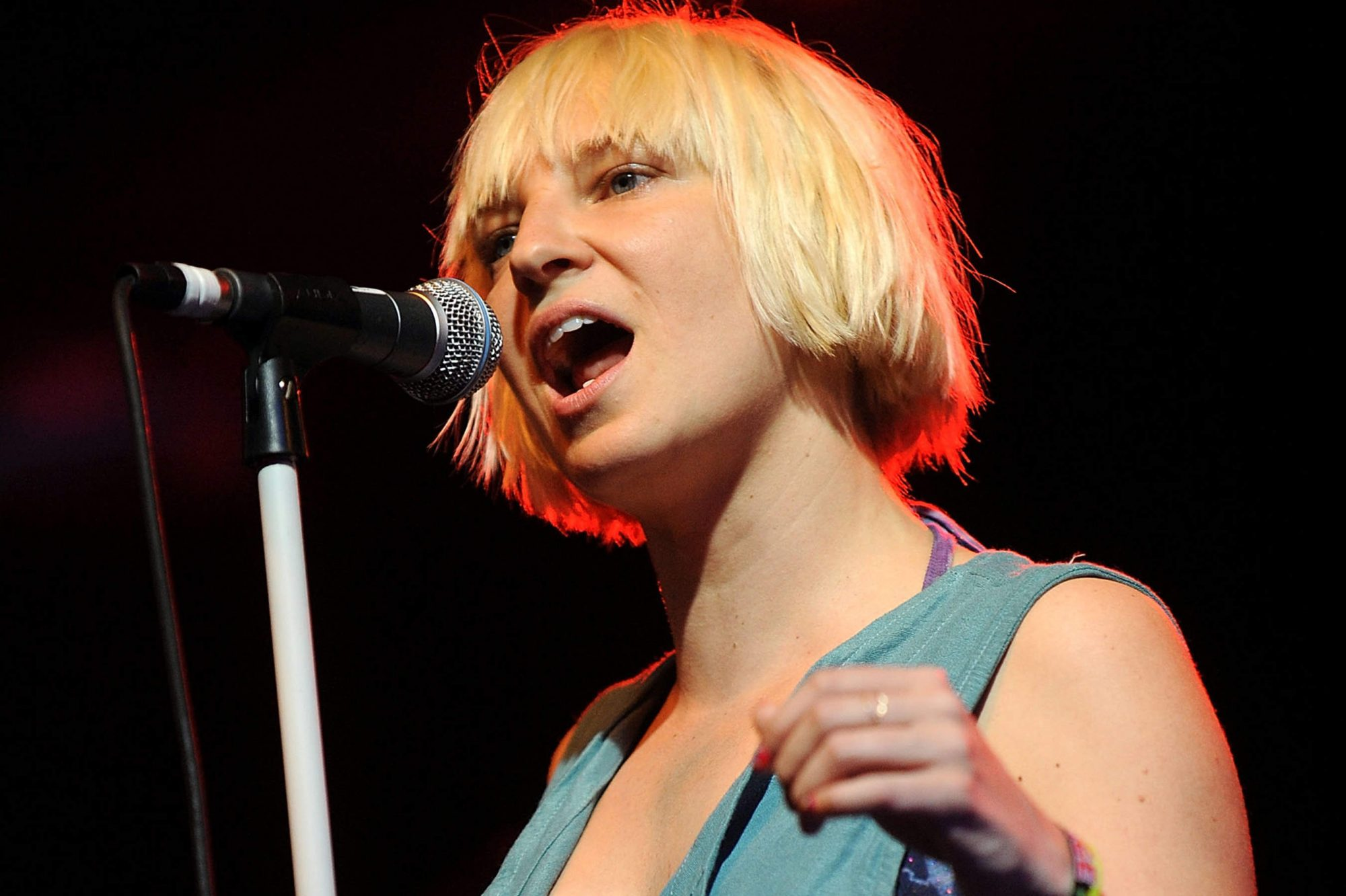 Sia Reveals She Is Suffering from a Neurological Disease and Chronic Pain