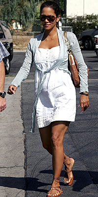 Halle Berry, pregnant, maternity style, pregnant celebrities