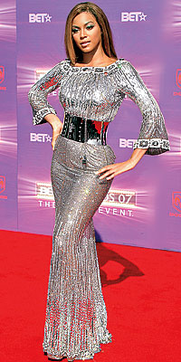 Cover Exclusives, Beyonce's Greatest Red-Carpet Looks, 2007 BET Awards in Dolce & Gabbana