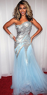 Cover Exclusives, Beyonce's Greatest Red-Carpet Looks, 2008 Grammy Awards