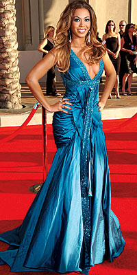 Cover Exclusives, Beyonce's Greatest Red-Carpet Looks, 2006 American Music Awards in Elie Saab Couture